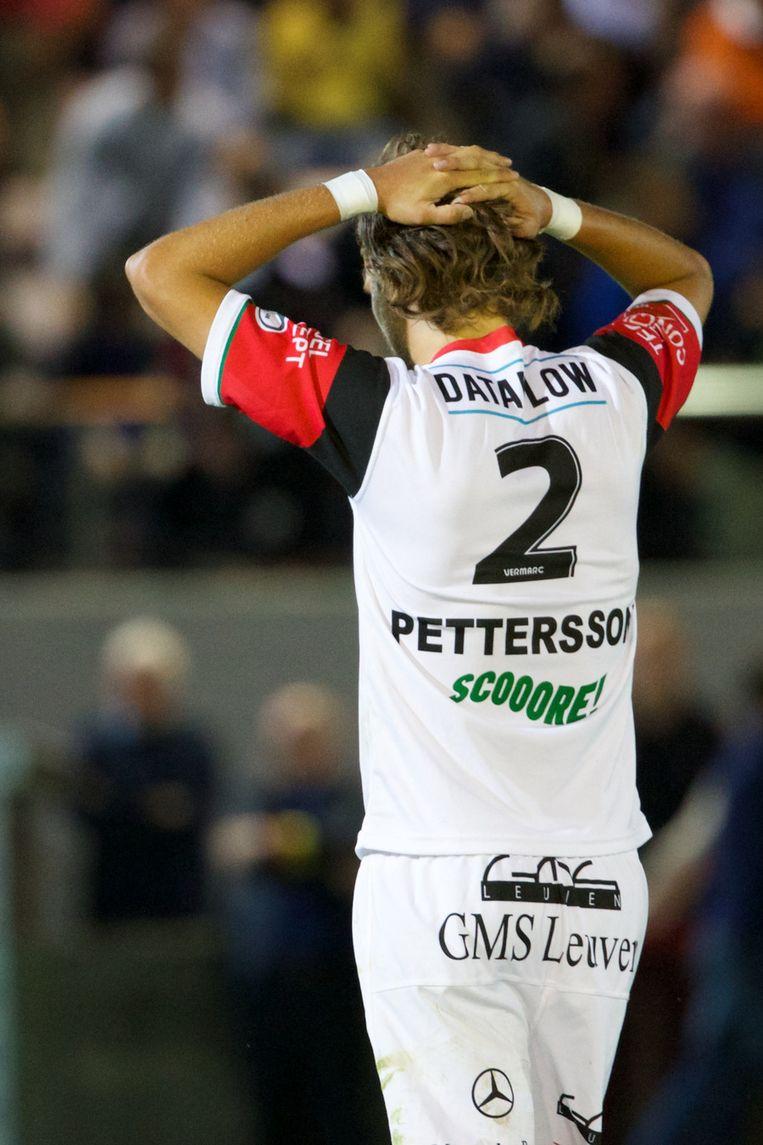 Pettersson baalt na zijn strafschopfout op Depoitre. Beeld BELGA