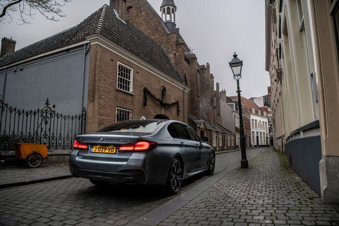 Volledig elektrisch de binnenstad in. Dankzij  eDrive Zones kunnen de plug-inhybrides van BMW dat