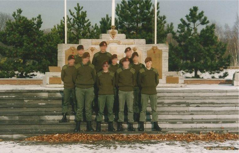 'In ons bataljon in Kroatië had níémand ervaring met buiten landse missies – ook ik niet. Het is dankzij kerels als de toen 19jarige Jürgen Conings (uiterst rechts) dat het draaide.' Beeld privearchief