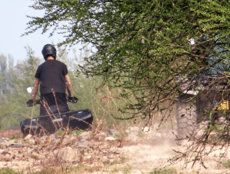 Politie opent jacht op 4x4-voertuigen die over paden en door velden crossen
