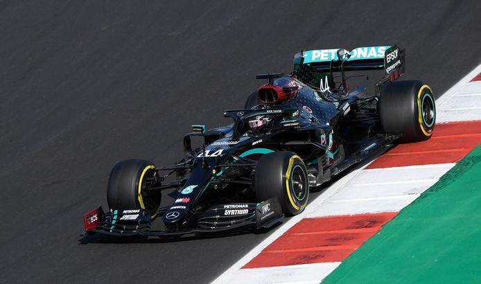 97e pole position pour Lewis Hamilton.