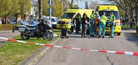 Voetgangster en motoragent liggen ernstig gewond in ziekenhuis na heftige botsing in Zevenbergen