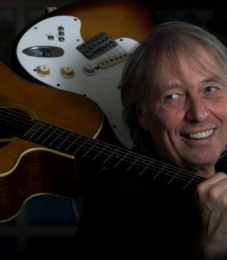 Na 50 jaar brengt mysterieuze man Harry Sacksioni zijn gestolen gitaar terug: 'Ik zag meteen dat het de mijne was'