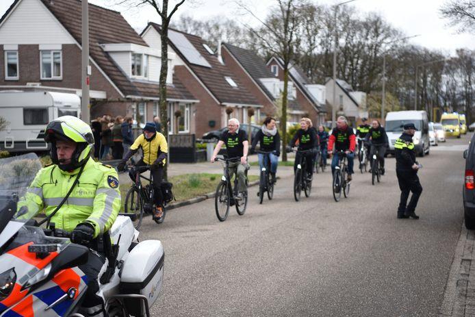 Ook veel fietsvrienden van de politie namen deel aan de colonne.