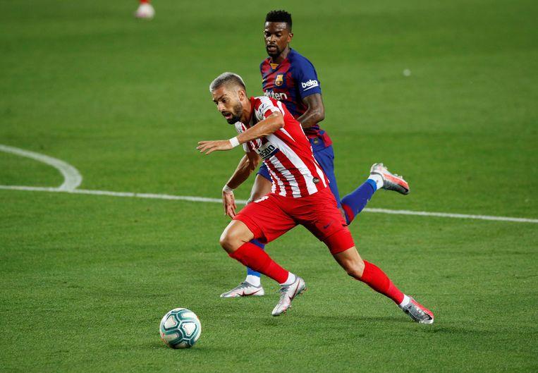 Yannick Carrasco in actie tegen Barcelona Beeld REUTERS