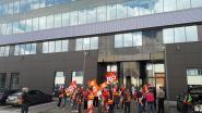 Franse vakbonden protesteren aan gebouw TUI Belgium na ontslag van 600 werknemers