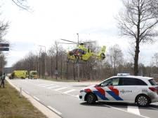 Motorcrosser 'ernstig gewond' na val; traumahelikopter landt midden op Apeldoornseweg bij Arnhem