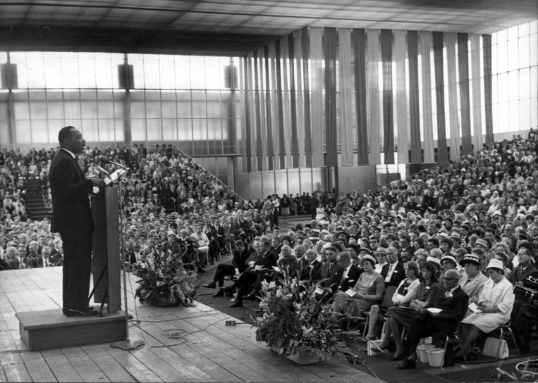 Martin Luther King houdt op 17 augustus 1964 een toespraak in de RAI. Beeld Collectie Spaarnestad