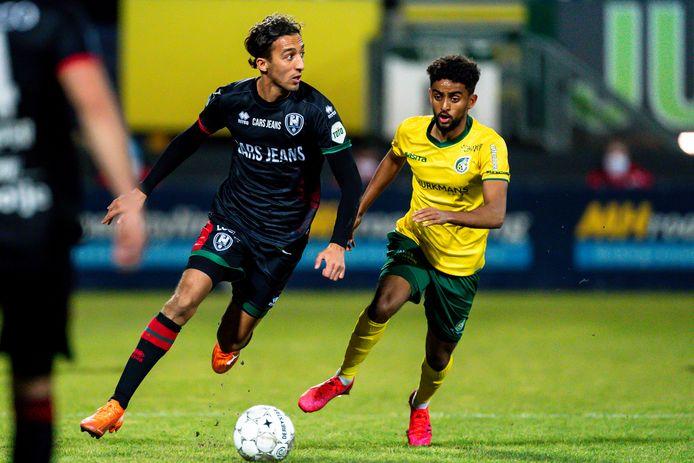Nasser El Khayati zoekt bij ADO Den Haag vergeefs naar openingen in de uitwedstrijd tegen Fortuna Sittard.