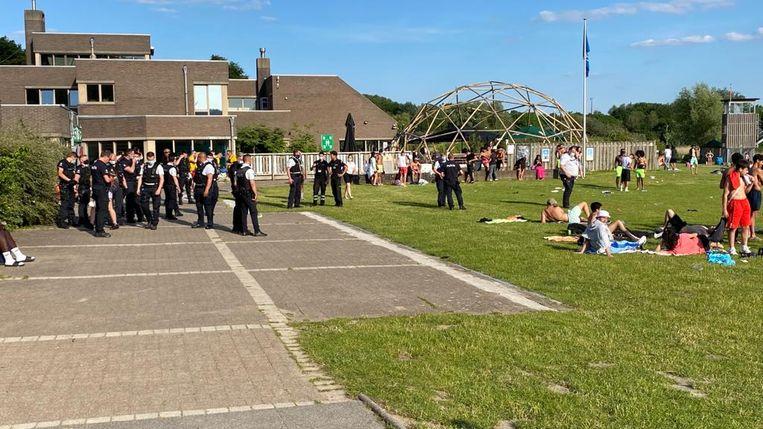 De politie kwam massaal ter plaatse. Beeld Wim Naert
