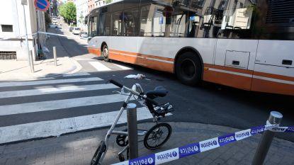 Fietser in levensgevaar na aanrijding door bus in Brussel