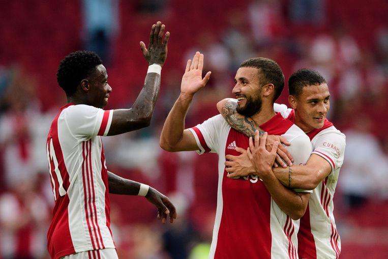 Zakaria Labyad heeft de 5-0 gescoord voor Ajax en viert dat met Quincy Promes en Anthony. Beeld Hollandse Hoogte /  ANP