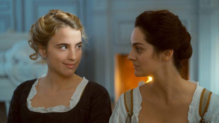 Adèle Haenel en Noémie Merlant in Portrait de la jeune fille en feu van Céline Sciamma. Beeld