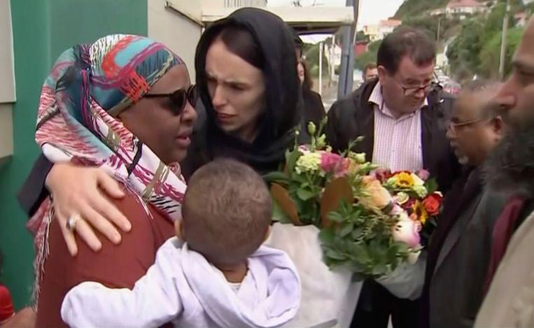Jacinda Ardern bezoekt de Kilbirnie-moskee na de aanslagen in Christchurch in maart vorig jaar. Beeld AP