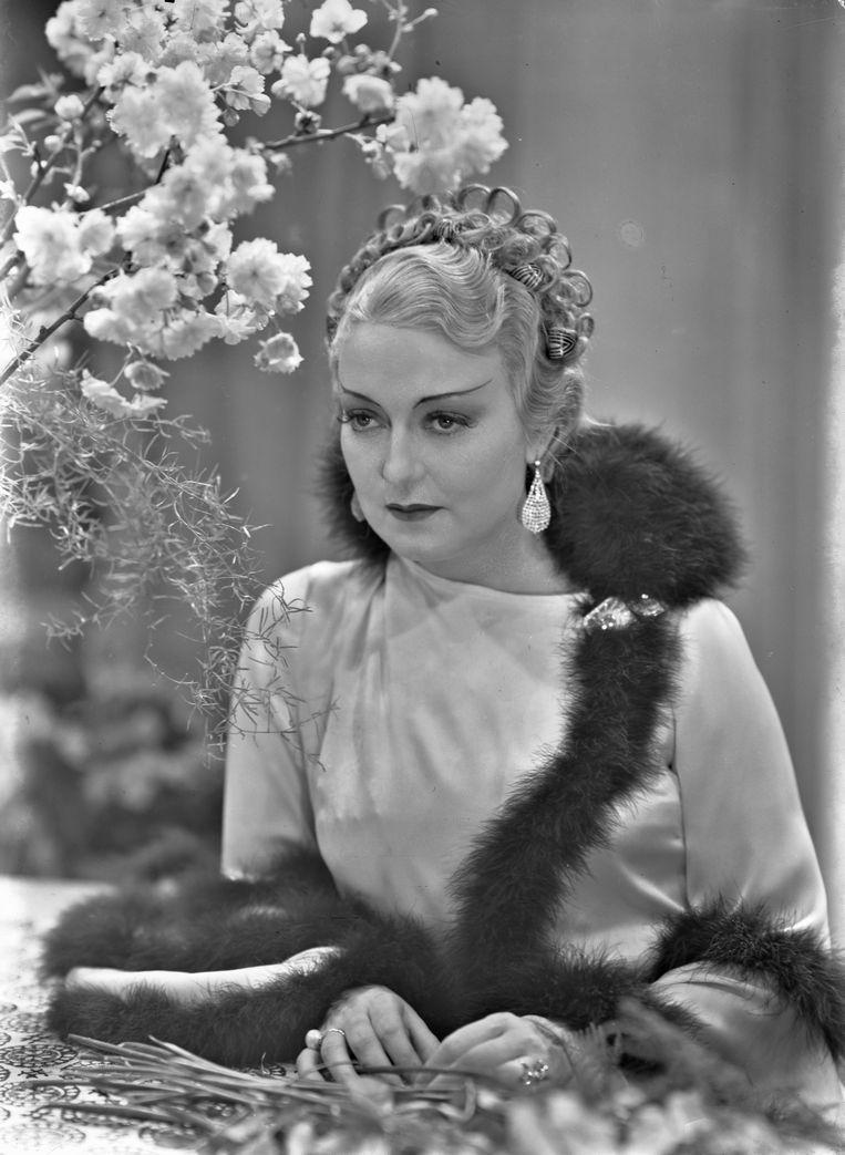 Aan de hand van beelden van filmsterren uit haar tijd maakte Annette Apon een portret van Leonie Brandt. Beeld Filmmuseum