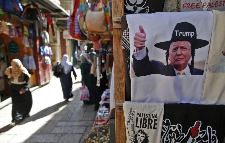 Een Trump-souvenir in een winkel in Jeruzalem. Beeld afp