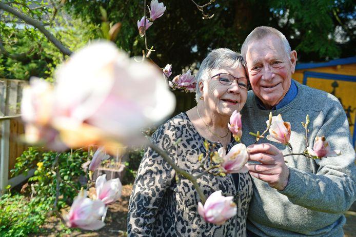 Ton en Hanny vieren hun 60-jarige huwelijk.