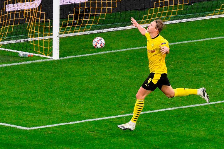 Dortmund-spits Erling Haaland scoort.
