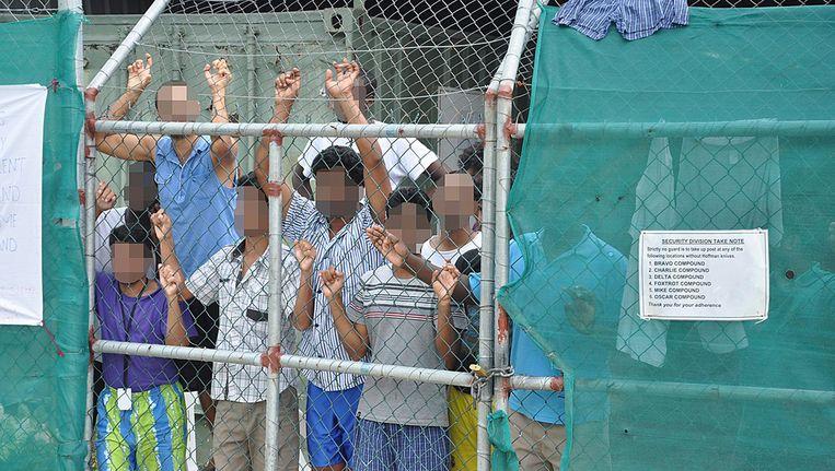 Vluchtelingen in het detentiekamp op Manus Island in Papoea Nieuw-Guinea. Beeld EPA