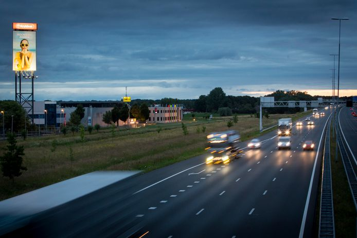 Bedrijventerrein langs de snelweg A50 bij Heteren, archieffoto ter illustratie.