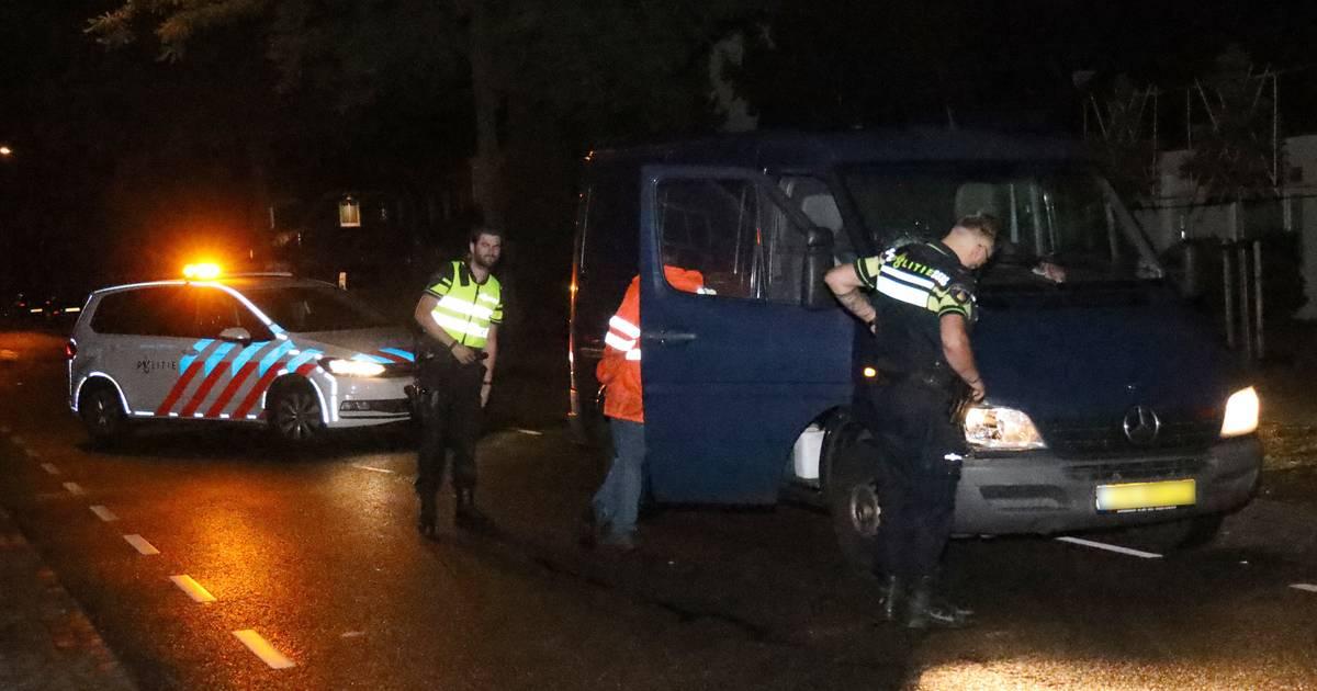 Voetganger gewond na botsing met busje in Schaijk.