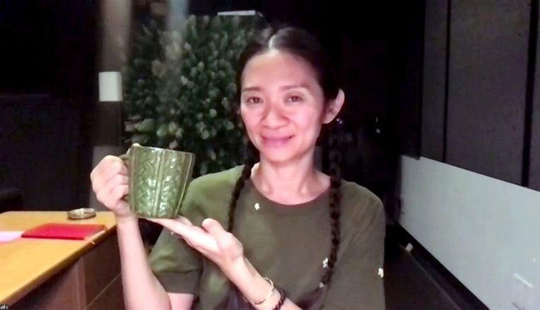 Chloe Zhao kreeg de Golden Globe voor beste regie, voor haar film 'Nomadland'. Beeld REUTERS
