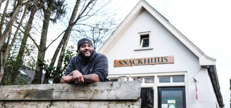 John van 't Snackhuus is patatbakker én hitzanger: 'Het gaat niet om geld, ik wil mensen inspireren'