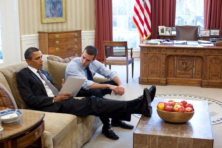 Barack Obama met speechschrijver John Favreau. Beeld Pete Souza / The White House