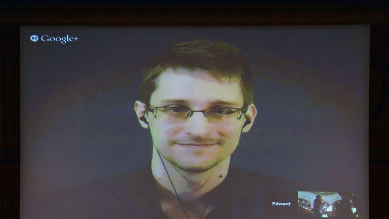 Snowden spreekt via de videoverbinding het Zweedse parlement toe. Beeld anp