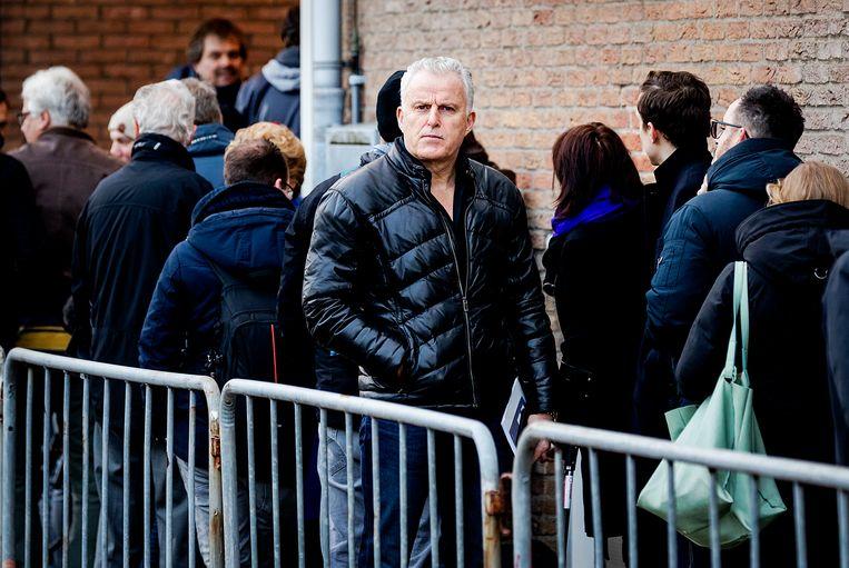 Peter R. de Vries bij de speciaal beveiligde rechtbank waar de rechtszaak tegen Willem Holleeder begint.  Beeld Hollandse Hoogte /  ANP