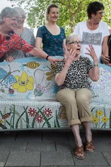 Joop (79) is dolgelukkig met haar 'benkske': 'Mooiste cadeau dat ze me konden geven'
