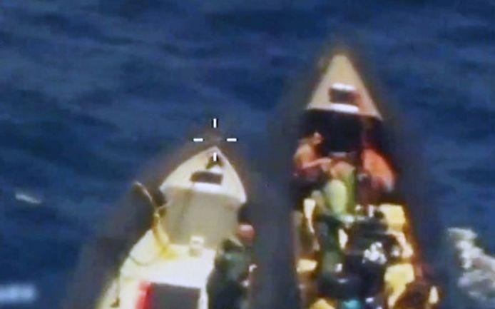 Na een lange achtervolging onderschept de Guardia Civil de speedboot van de drugskoeriers.