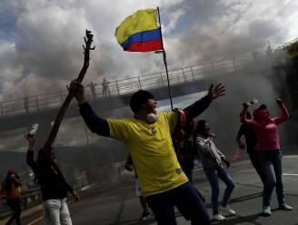 Chaos in Ecuador: leger op straat in hoofdstad Quito, betogers vallen tv-station en redactie krant aan