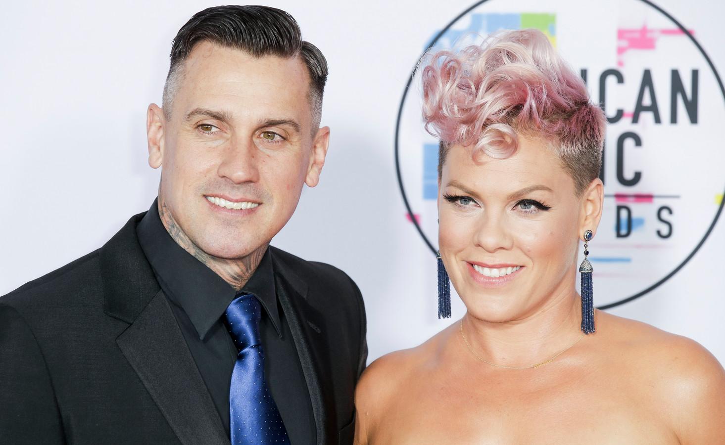Pink en haar echtgenoot, Carey