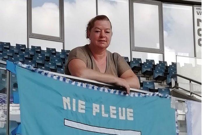 Marleen Van Renterghem is niet alleen kinderbegeleidster, maar ook enorme fan van KAA Gent. In al die tijd kreeg ze veel steun van de club.