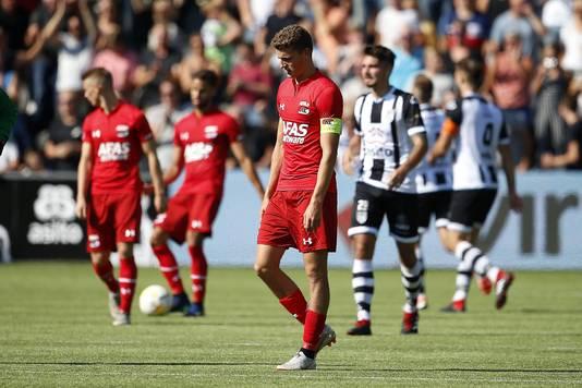Guus Til (AZ) baalt na de nederlaag tegen Heracles.