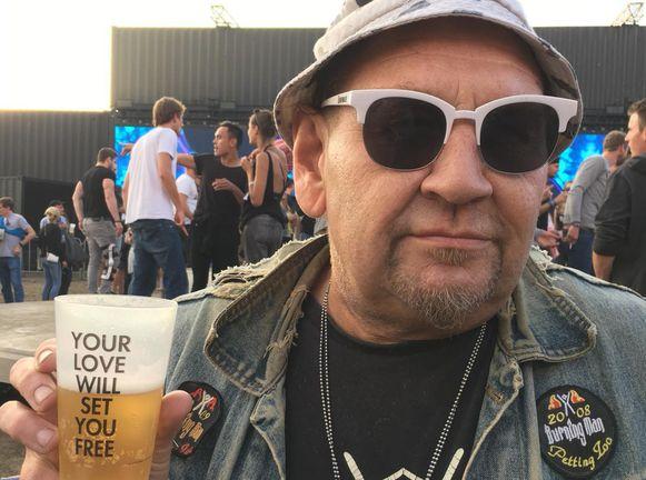 Vic kon werken, drinken, lachen, roken en ongeveer alles uitsteken wat God ooit verboden had. Tot zijn ijzeren gestel hem in de steek liet.
