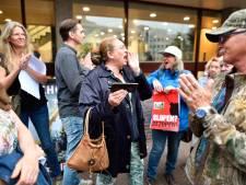 Boze buurtbewoners protesteren voor stadhuis: 'Jericho slopen? Over me lijk!'