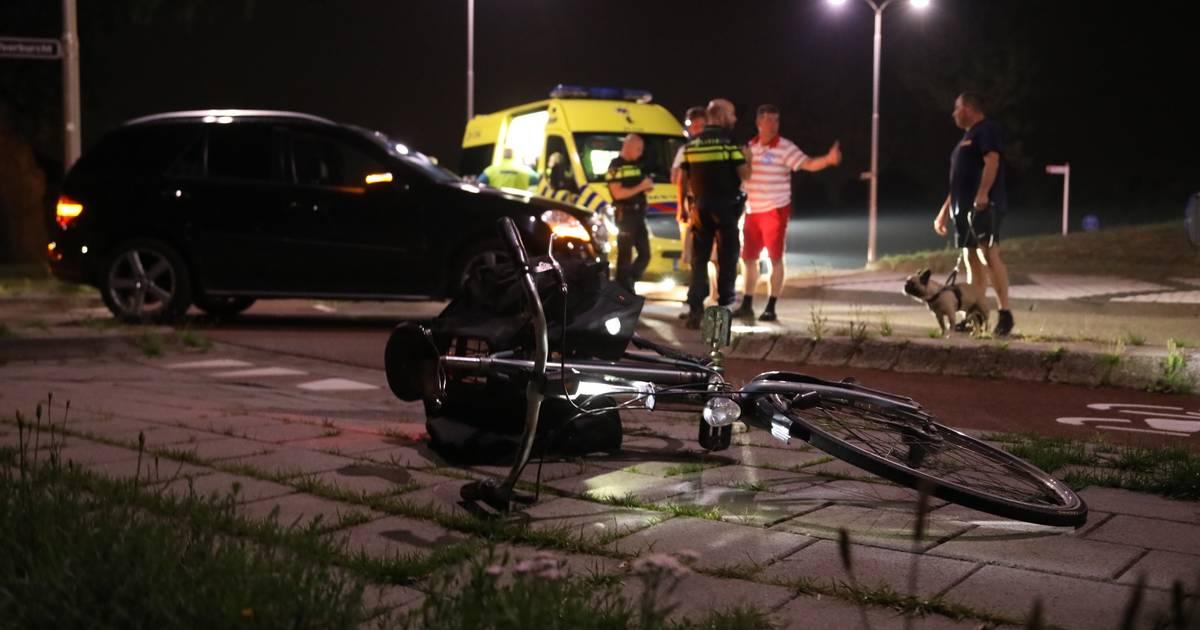 Fietser gewond na aanrijding met auto in Oss.
