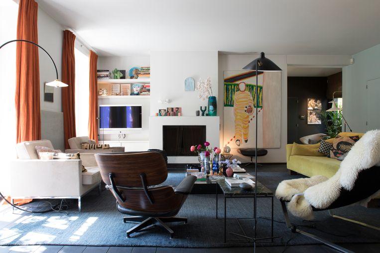De figuur op het vroege werk van Roger Raveel lijkt zo de woonkamer binnen te stappen. Beeld Karen Van Winkel
