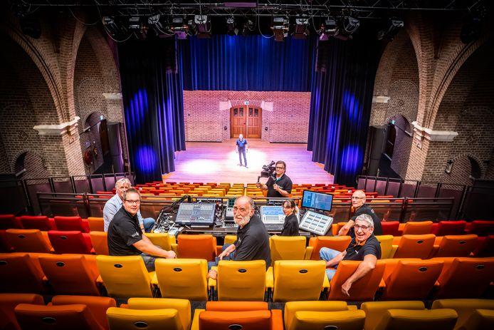 De theaterkerk in Bemmel gaat dicht, ondanks hun streamingvoorzieningen. Theater De Kik blijft wel open en gaat voorstellingen ook uitzenden tegen de kosten van een theaterkaartje.