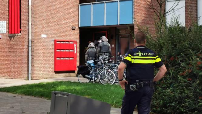 Arrestatieteam valt flatwoning Ede binnen omdat man agenten bedreigt met mes