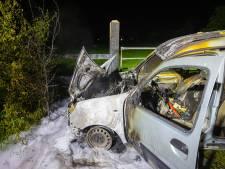 Auto in buitengebied Wapenveld verwoest door brand