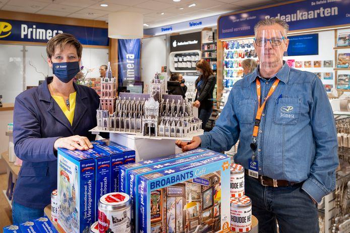 De Primera in Den Bosch opent weer de deuren. Links Maaike en rechts Guido Neuféglise uitbaters van de winkel in de Visstraat.