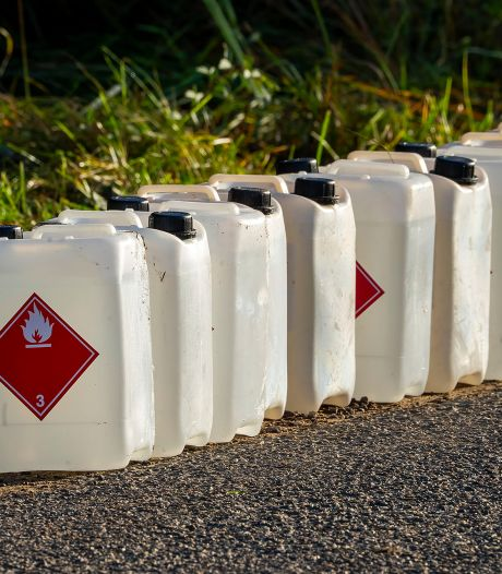 Zeker 80 vaten met drugsafval gevonden bij meerdere dumpingen in buitengebied Oss