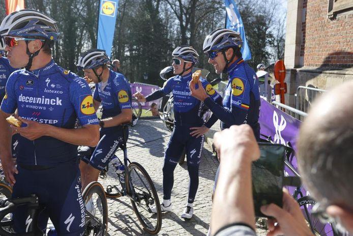 Remco Evenepoel en zijn ploegmaats van Deceuninck-Quick.Step.
