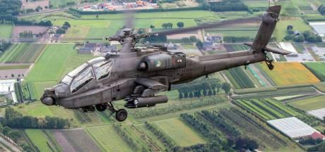 Helikopters van Defensie vliegen voor training over Steenwijk en Vledder
