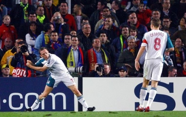 De befaamde viering met de golfclub van Bellamy nadat hij de 1-1 scoorde in Camp Nou. Daarna zou Riise er nog 1-2 van maken op assist van de Welshman.