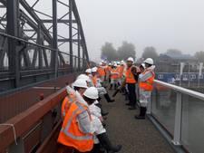 Brug te nat voor vrijwilligers, dichte mist vertraagt verven Oude IJsselbrug