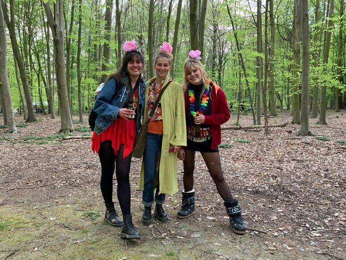 Nastasia, Leonie en Angie kwamen op La Boum 2 hun verjaardag vieren.